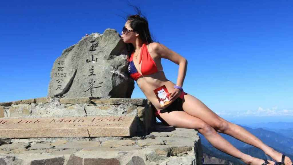 Gigi Wu en la cima de una montaña. Foto: Facebook (Gigi Wu)