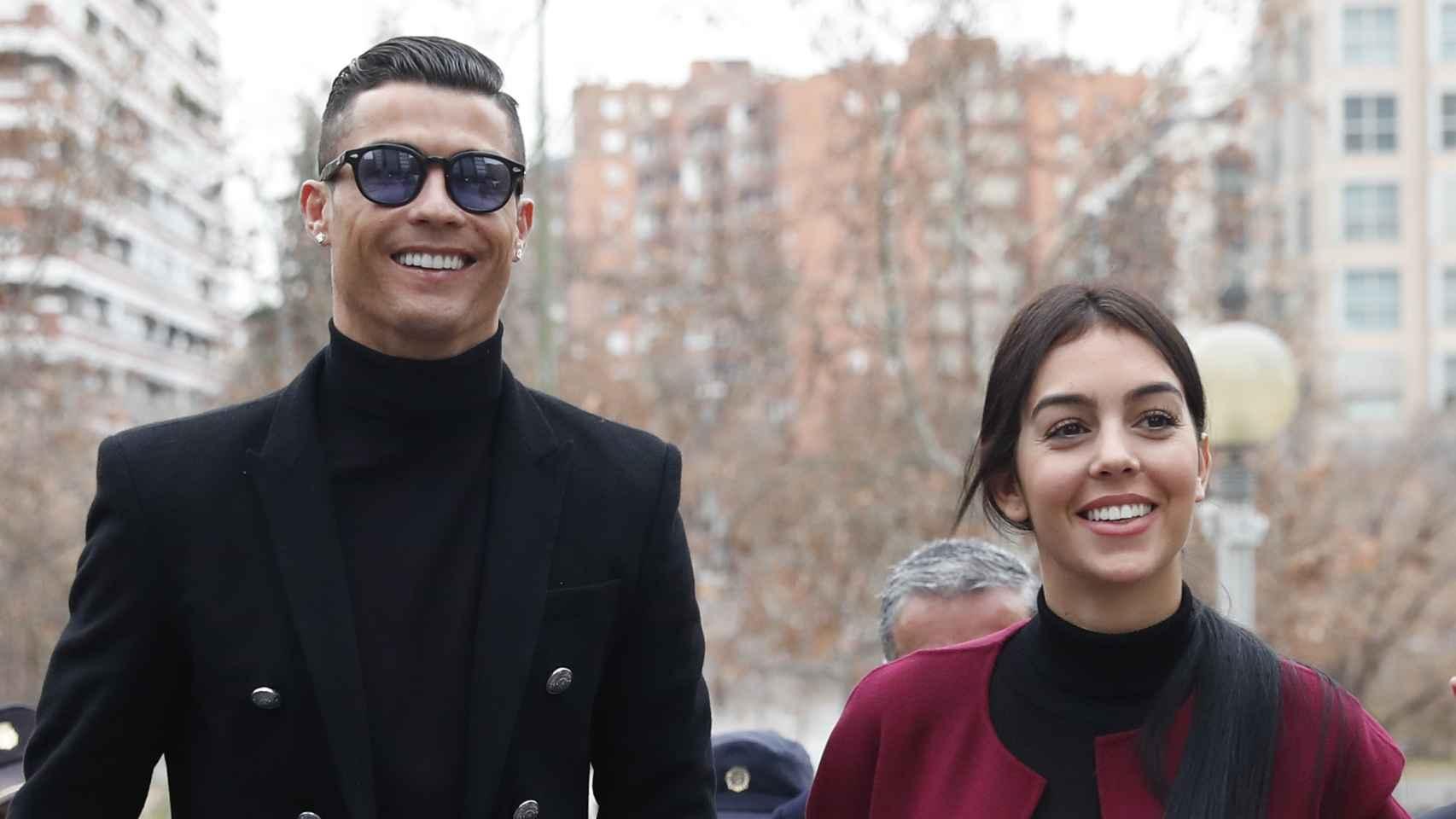 El paseillo de Cristiano Ronaldo y Georgina Rodríguez, en imágenes