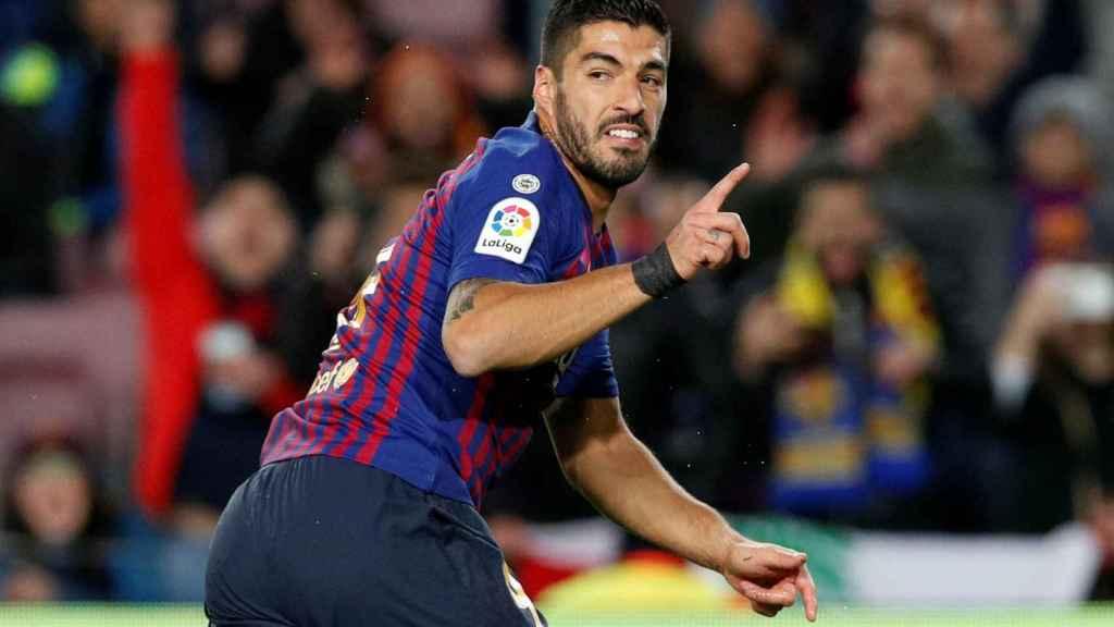 Luis Suárez celebra un gol en el Camp Nou