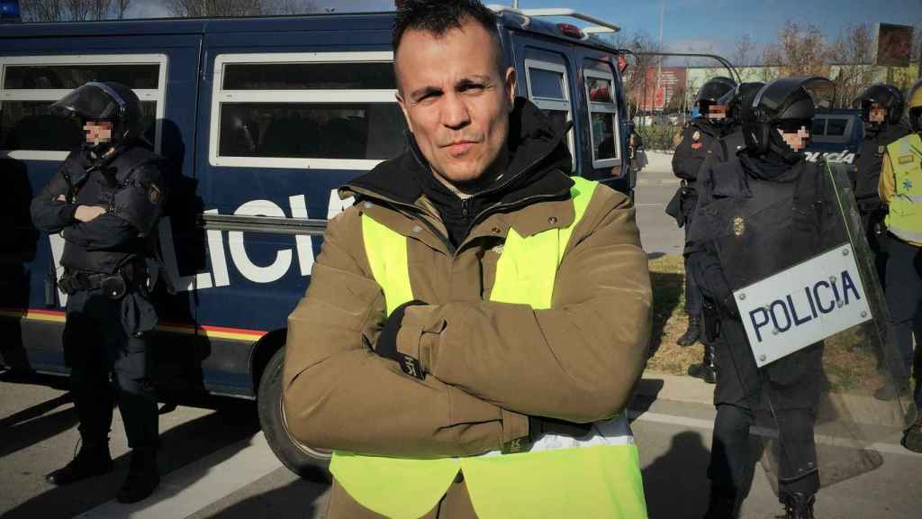 Nacho Castillo, más conocido como Peseto Loco, a las puertas de Ifema, en Madrid.