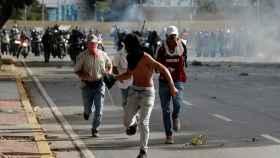 Cargas policiales contra los manifestantes opositores en Caracas.