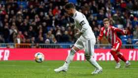 Sergio Ramos adelanta al Real Madrid.
