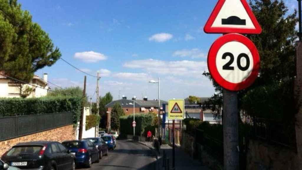 Señal de prohibición de circular a más de 20 km/h