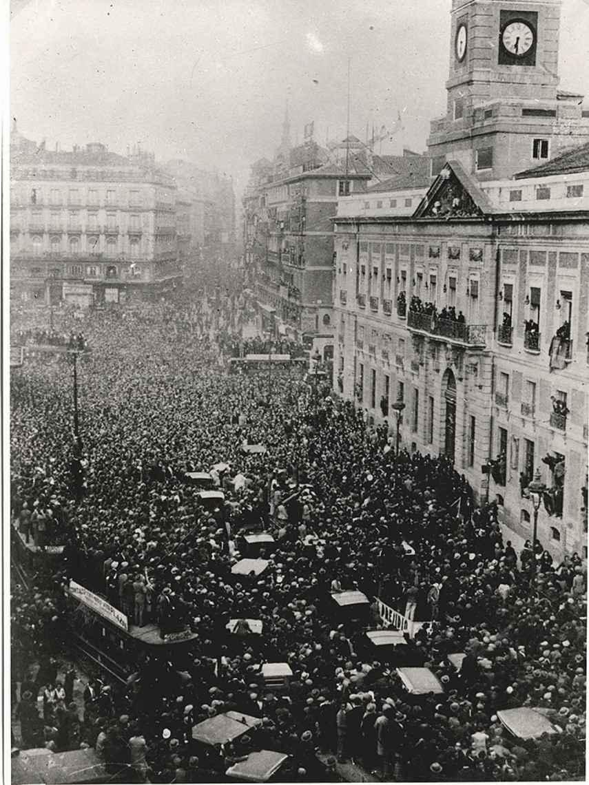 La Puerta del Sol de Madrid durante la proclamación de la Segunda República.