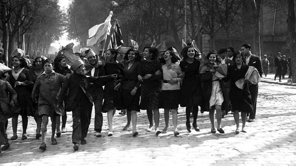 El pueblo de Madrid acoge con entusiasmo la proclamación de la Segunda República.