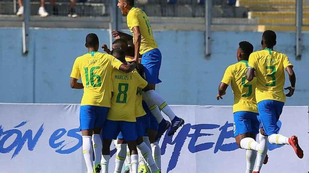 Los jugadores de Brasil celebran el gol a Bolivia. Foto: Twitter. (@CONMEBOL)