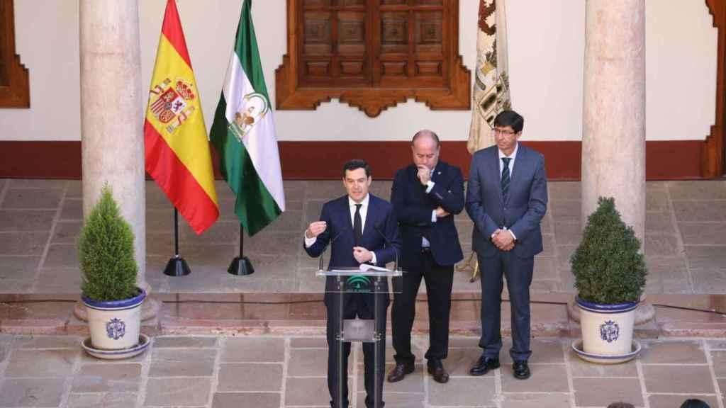 El presidente de la Junta de Andalucía, Juanma Moreno, tras el primer consejo de Gobierno, en Antequera.