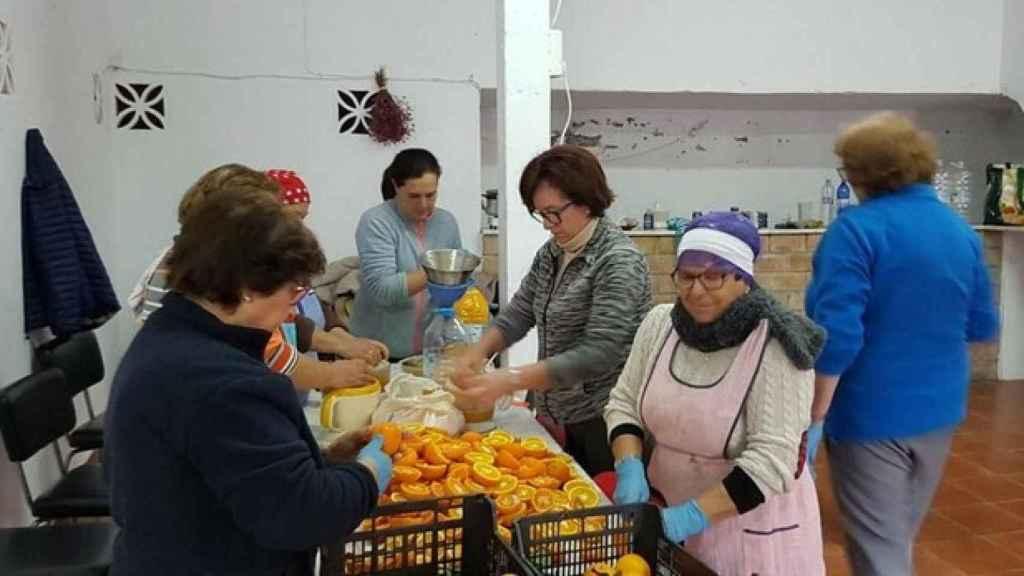 Las feligresas de Totalán que prepararon la comida para los rescatadores
