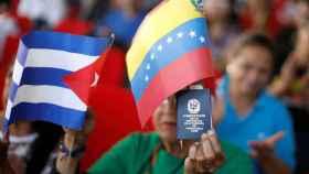 Banderas de Cuba y Venezuela.