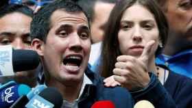 Juan Guaidó, acompañado de su esposa Fabiana Rosales.