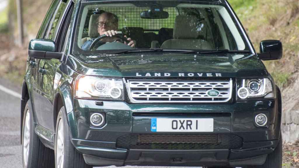 Felipe de Edimburgo en su coche