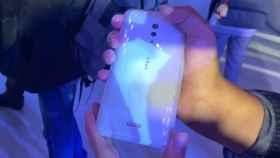 El móvil sin puertos ni botones de Vivo sorprende en su primer vídeo