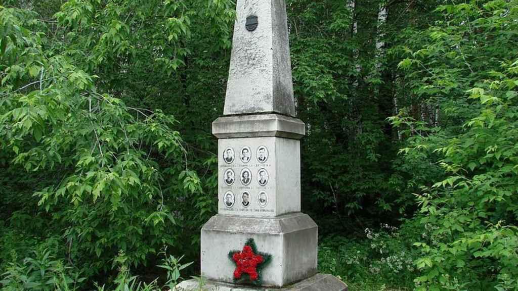 La tumba de los montañeros en el cementerio Mikhajlov de Ekaterimburgo.