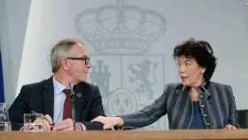 El ministro de Cultura, José Guirao, y la portavoz del Gobierno, Isabel Celaá.