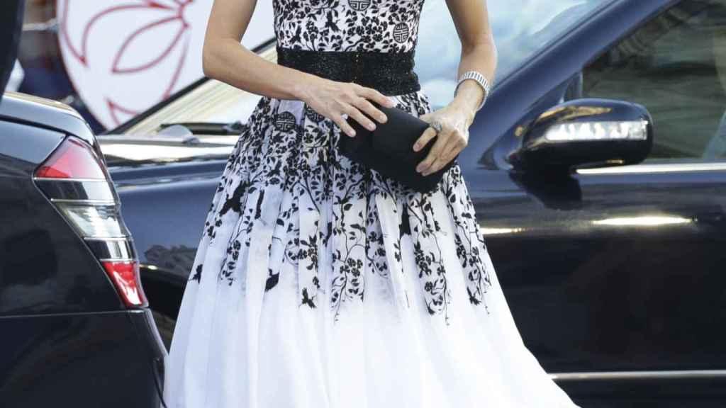 Letizia, en los premios Princesa de Asturias vestida por Felipe Varelo.