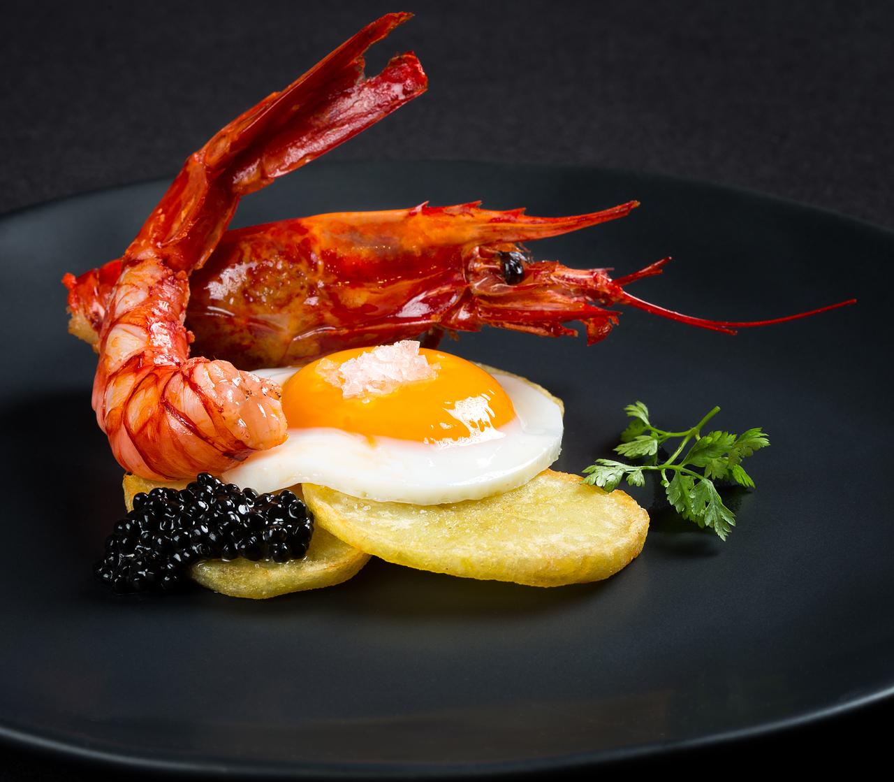 Alabaster - Huevos con carabineros asados y patatas panaderas