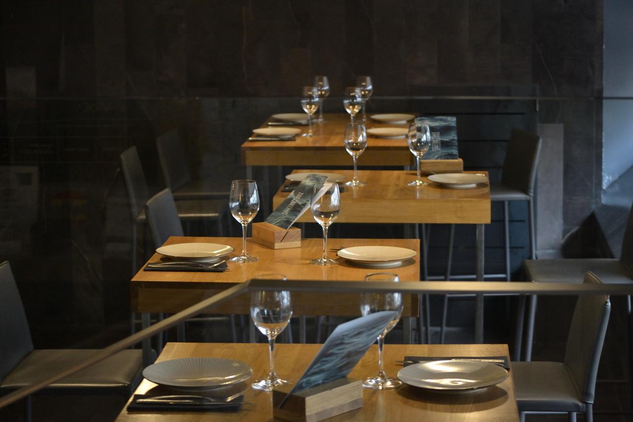 Alabaster mesas altas