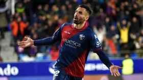 Enric Gallego celebra su gol en el Huesca - Valladolid de La Liga