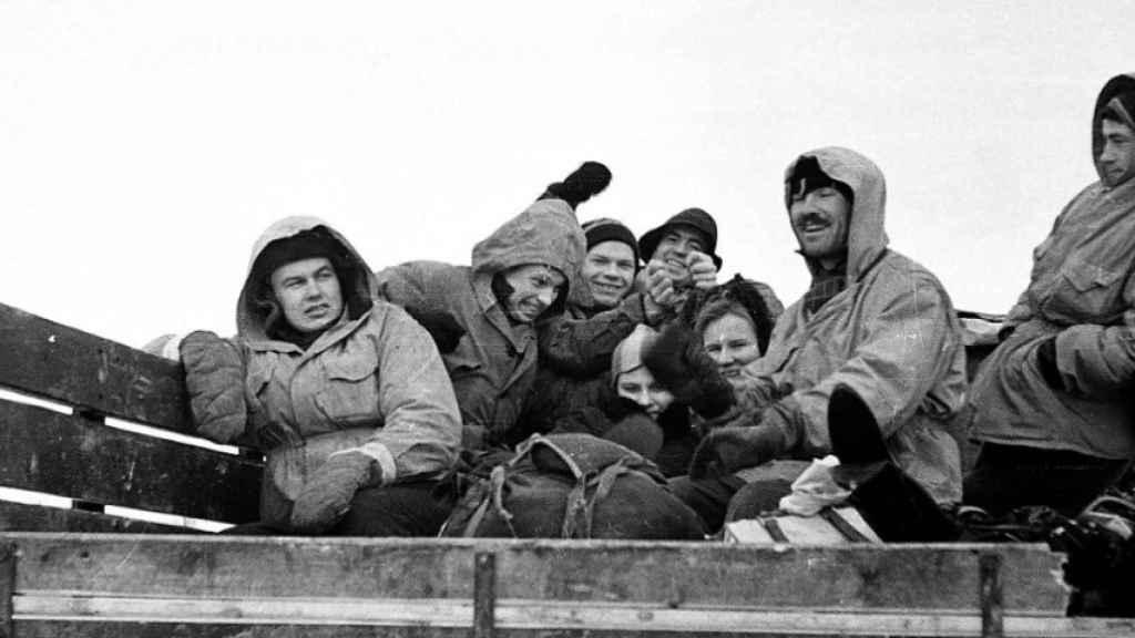 La foto de los excursionistas en la camioneta que les llevó al punto de partida