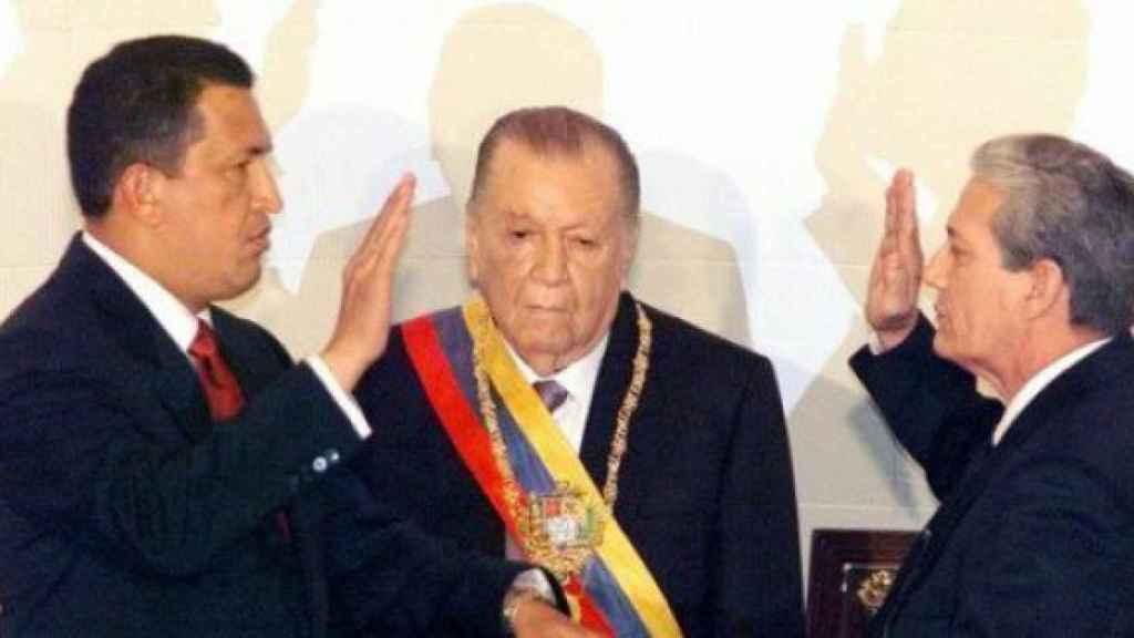 Hugo Chávez jura la Constitución de Venezuela