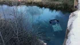 Vehículo siniestrado en el que falleció el exregidor. Foto: Servicio Provincial de Bomberos de Cuenca