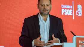 El ministro de Fomento, José Luis Ábalos, este sábado en Mérida.