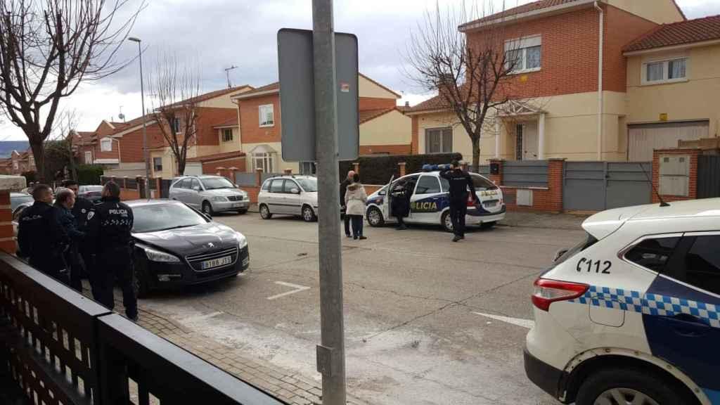 La Policía Nacional accediendo a la vivienda de Arantxa