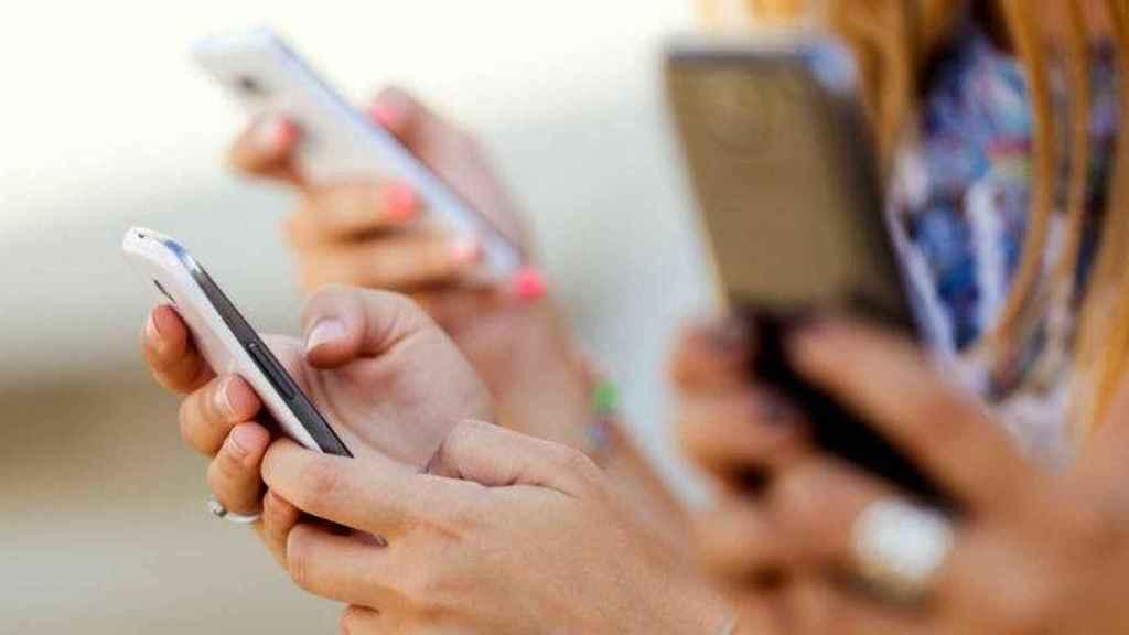 España es uno de los países que más horas se pasa pegado al teléfono.