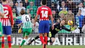 Sergio Canales marca un penalti en el Betis 1-0 Atlético de Madrid