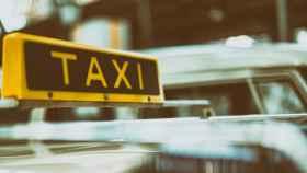 Un taxi.