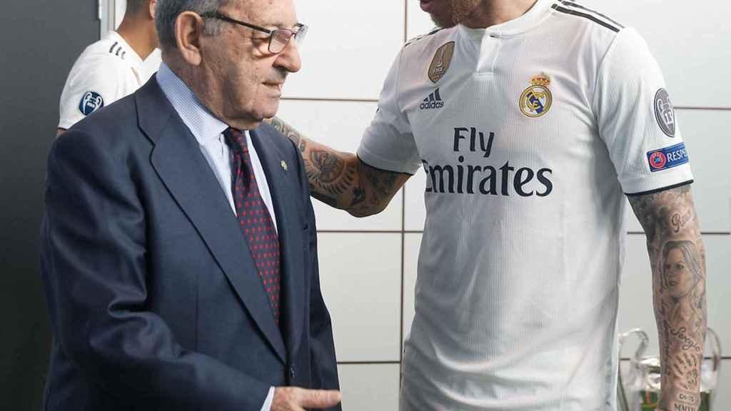 Sergio Ramos hablando con Paco Gento
