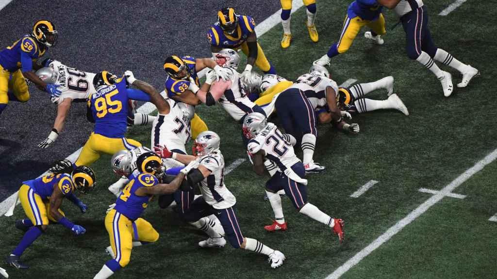 Los Angeles Rams y New England Patriots, durante la Super Bowl