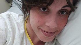 Eva durante su ingreso en el hospital sevillano