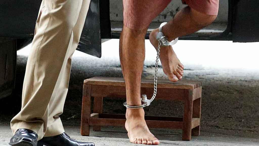Hakeem al Araibi, detenido en Tailandia con unos grilletes