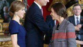La reina Letizia y Eva Fernández el Día de la Hispanidad del año 2015.