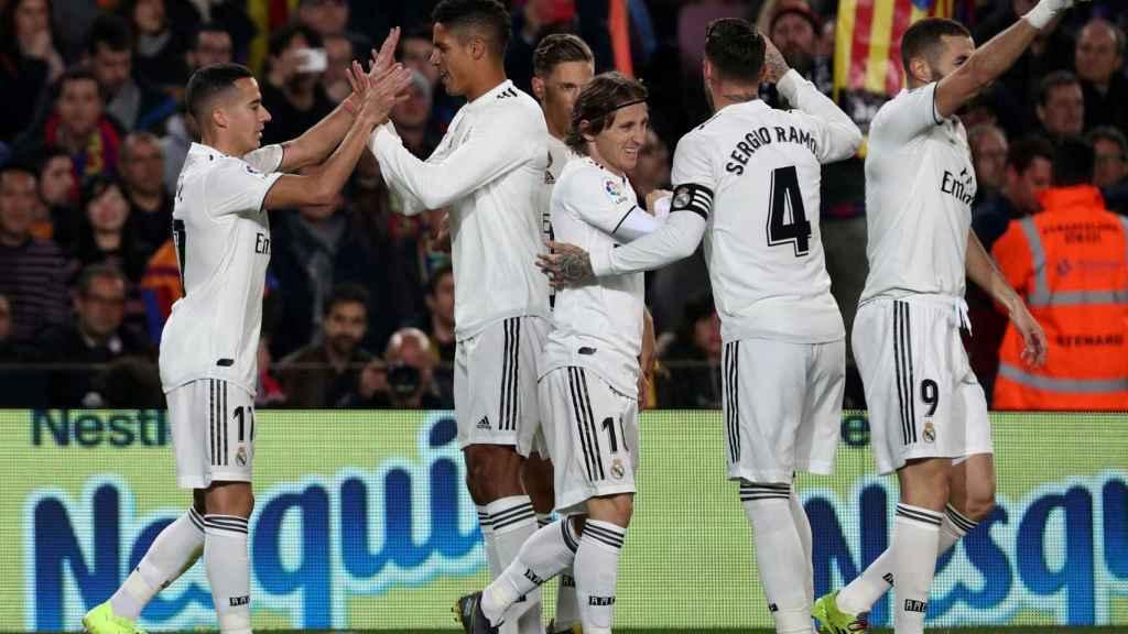 Los jugadores del Real Madrid celebran el gol en El Clásico
