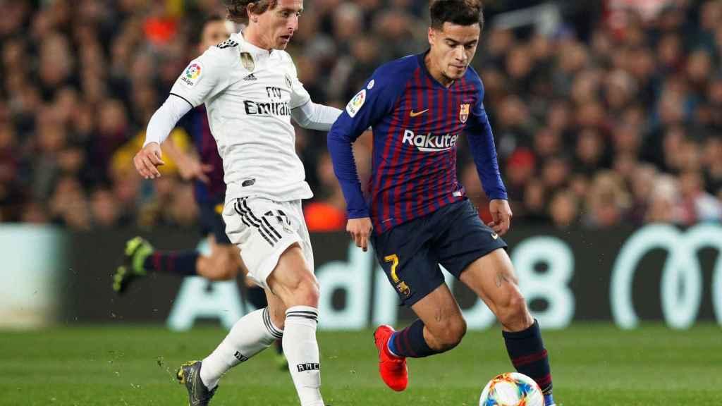 Luka Modric presionando Coutinho
