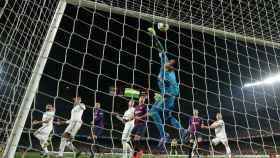 Keylor Navas evita un gol del FC Barcelona