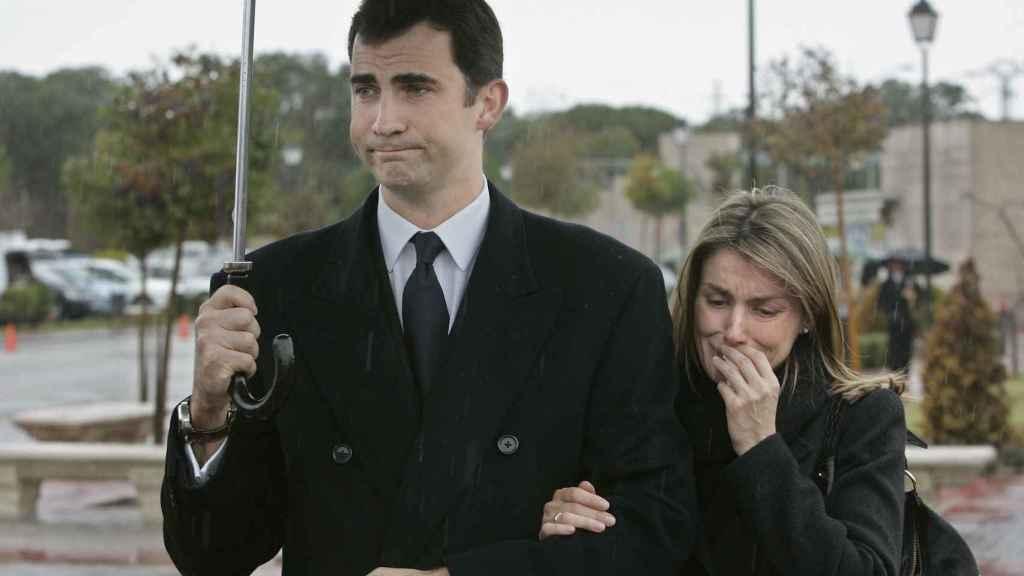 Felipe de Borbón y Letizia Ortiz en el funeral de Érika