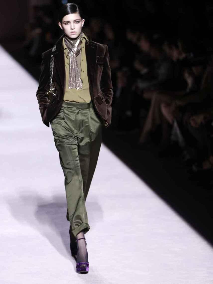 Modelo desfilando para Tom Ford en Nueva York