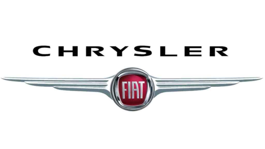 Los logos de Fiat y Chrysler en una imagen de archivo