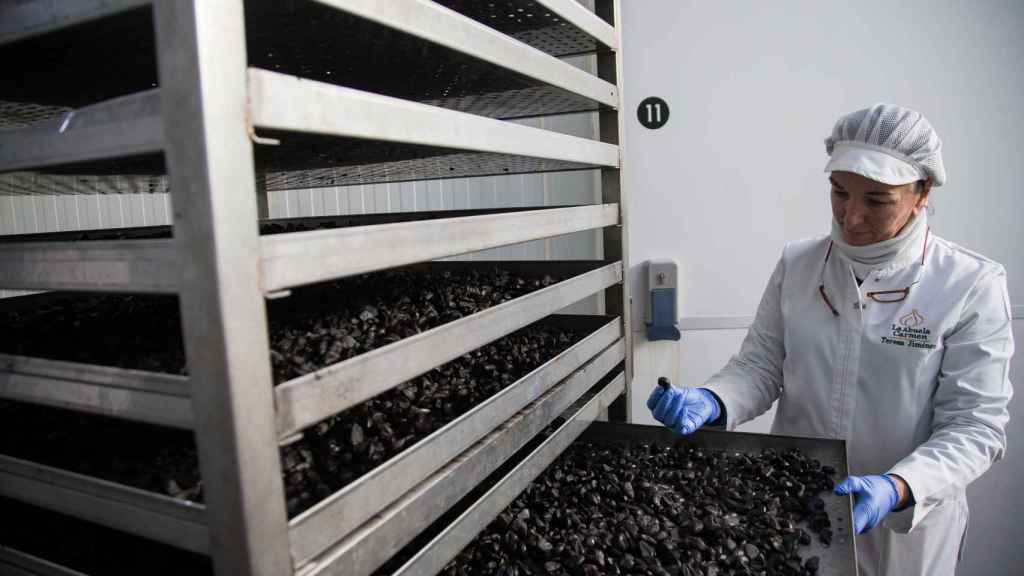 El precio de un kilo de ajo negro japonés es hasta dos o tres veces mayor, según la temporada, frente al ajo negro español.