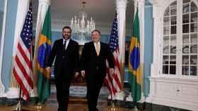 El Secretario de Estado Mike Pompeo junto al canciller brasileño Aráujo