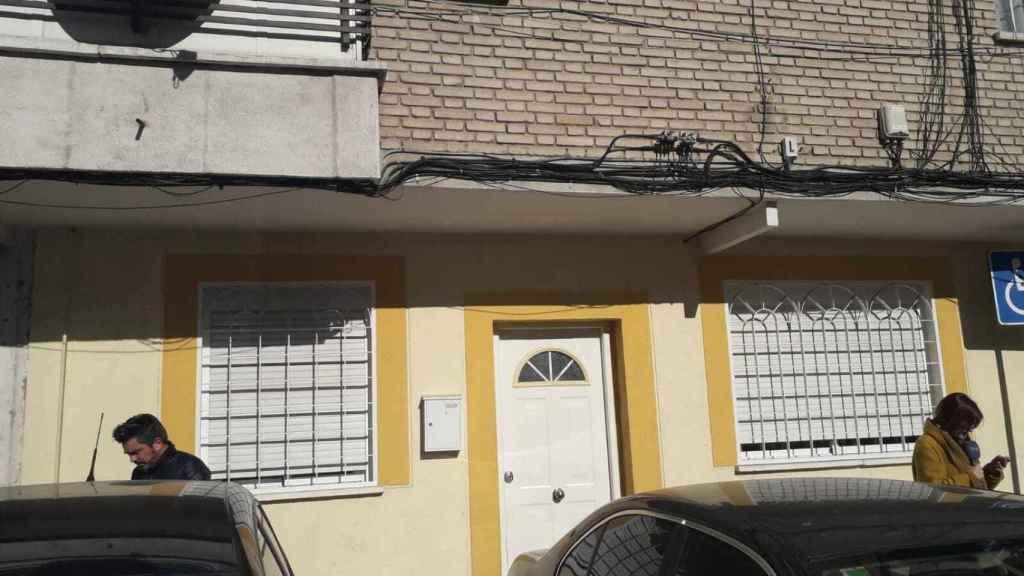 Exterior de la vivienda donde residía el presunto asesino.