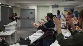 Nuria Fernández Herranz, con sus alumnos en una de las clases de gesto de dirección.