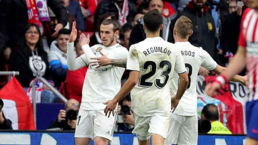 Bale celebra el 1-3 en el Metropolitano con sus compañeros.
