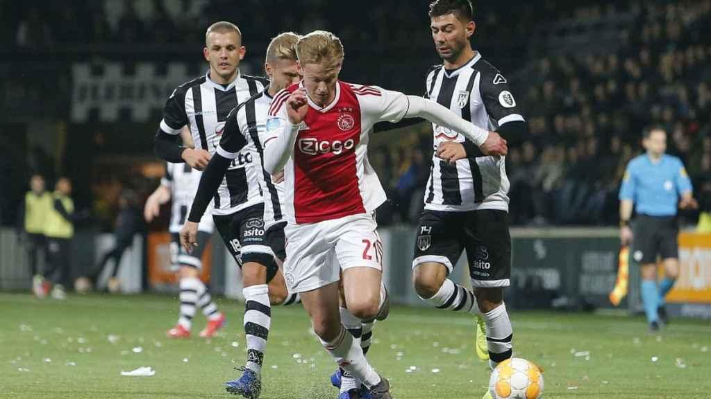 De Jong, durante el Heracles - Ajax. Foto: Twitter (@AFCAjax)