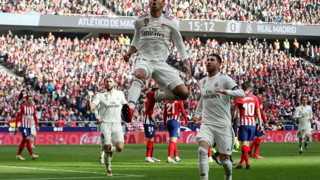 Casemiro celebra el gol del Real Madrid en el derbi