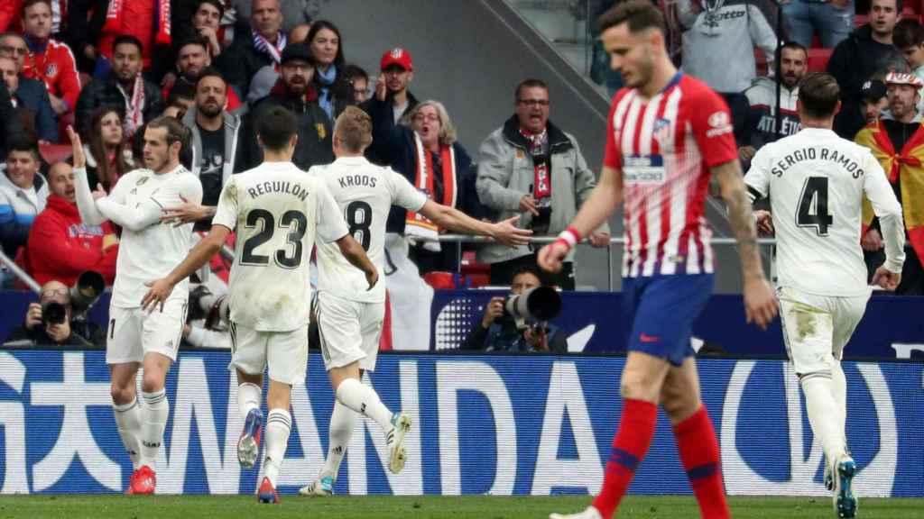 Gareth Bale celebra su gol en el derbi