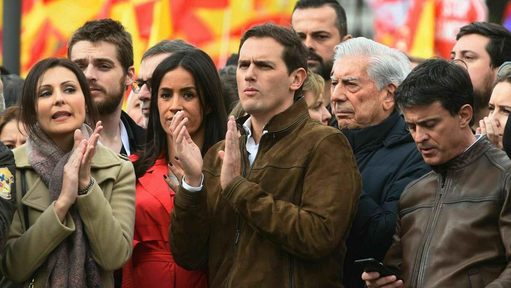 De izquierda a derecha: Begoña Villacís, Albert Rivera, Mario Vargas Llosa y Manuel Valls.